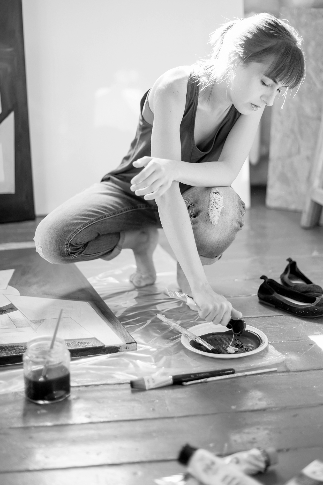 Ewa Doroszenko painting at the studio
